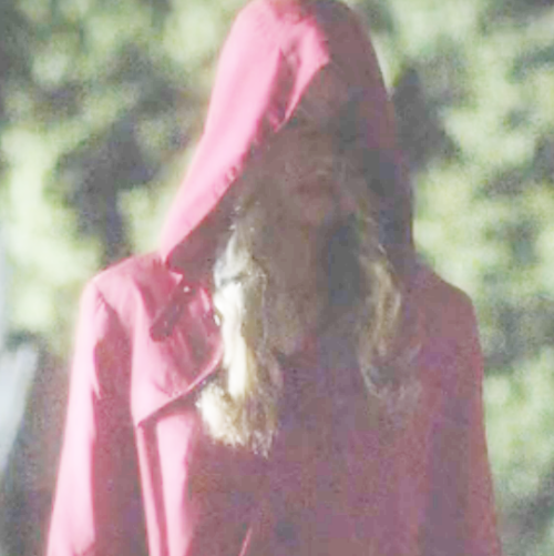 "hazzehtops:  Alison fucking DiLaurentis with her ""oh I'm gonna puke"" face or Cece? I'm 99% sure that's Ali.  At first I wasn't sure, but that's definitely the mask now. The lighting and how the head is tilted make me go, ""Maskaskmask."""