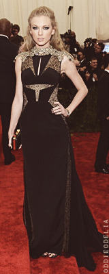 oddieodelia:  Taylor Swift - Costume Institute Gala 2010/2011/2013  From feather to Swiftshadow :D