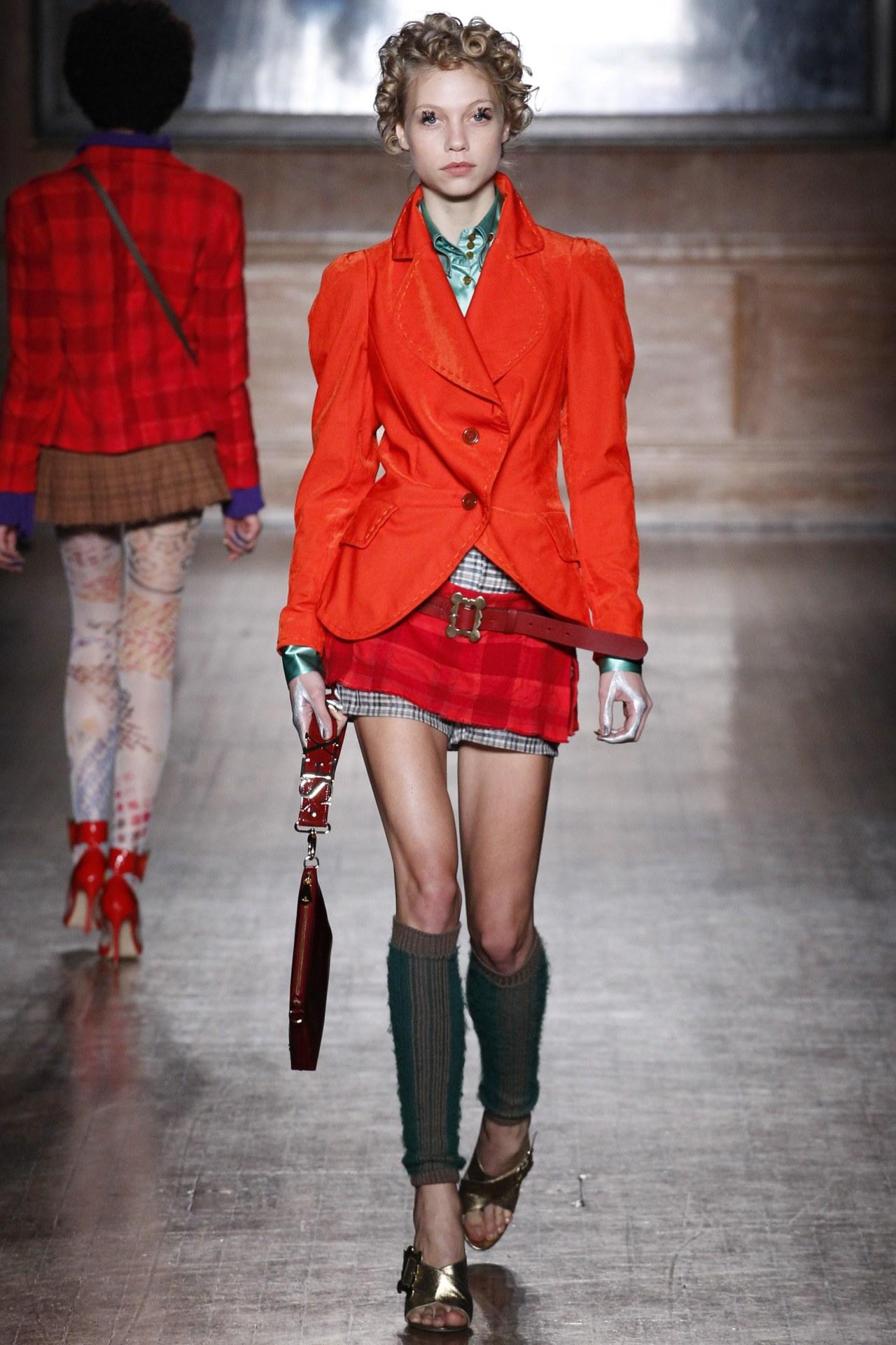 Laura Schellenberg at Vivienne Westwood Red Label, Fall 2016 #Laura Schellenberg #Vivienne Westwood Red Label #models#fashion#runway#Fall 2016