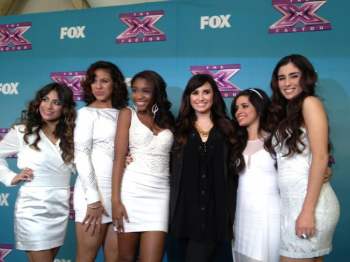 @FifthHarmony: Just hit the Red Carpet with our 6th Harmony @ddlovato #LavoticHarmony Demi, Performing with you was a dream come true