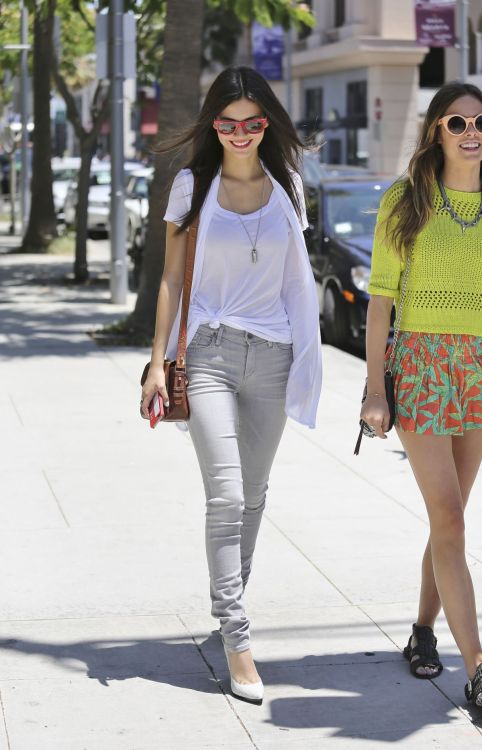 Victoria Justice out in Beverly Hills. 30/5