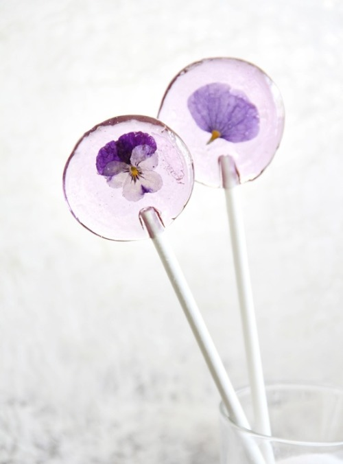 trillnjoy:  spring Flower Lollipops  So pretty!