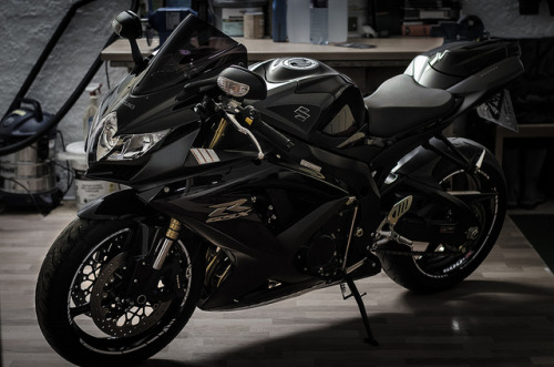 sexfoodbikesetc:  GSX-R 600 L0 by elepelle on Flickr.