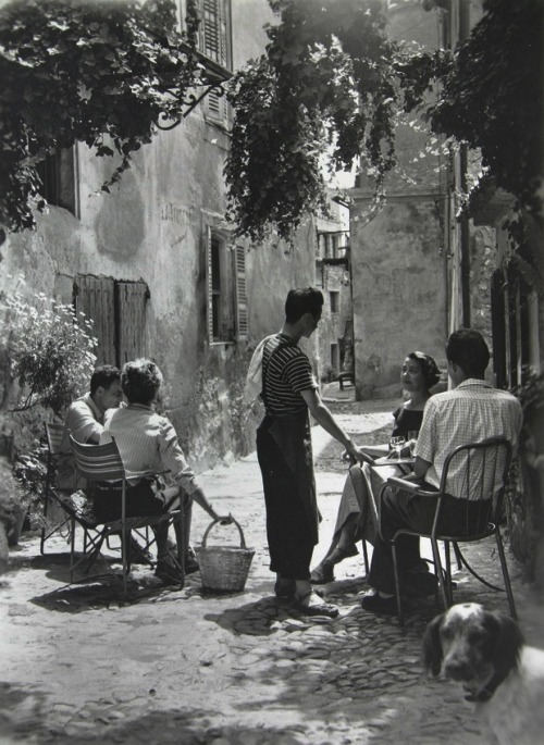 bella-illusione:  In a French village (1950's) Photographer unknown