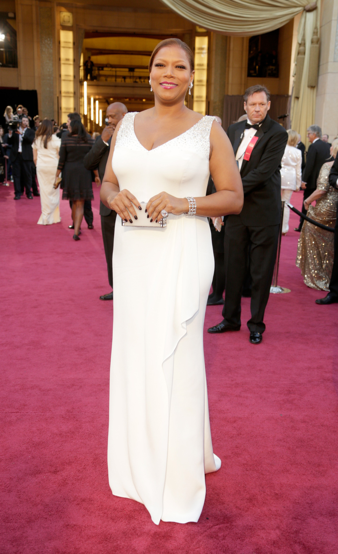 omgthatdress:  Latifah Reminding us all why she's a QUEEN!  Agreed. This lady proves a woman doesn't have to be a size 2 to be sexy and elegant.