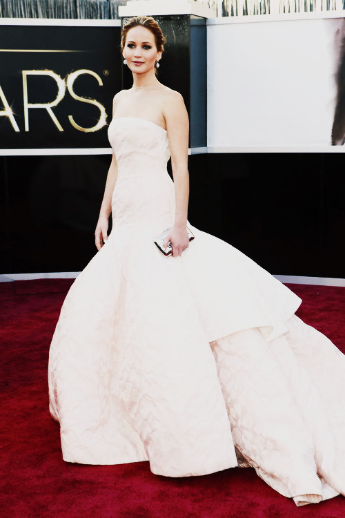 Omfg I just died #stunning #perfection Jennifer Lawrence the beautiful princess of the oscars.