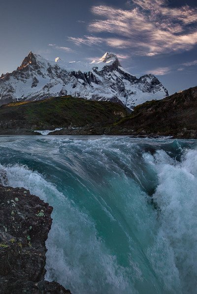 hesito:  Torres del Paine (by www.waddingtonphoto.com)
