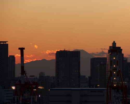 Mt Fuji - from Tokyo Daiba by Active-U on Flickr.