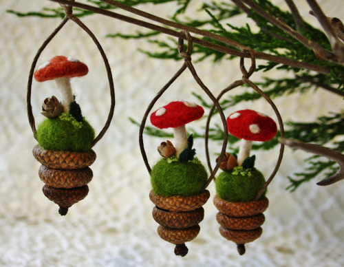 rebelsound:  Sweet little ornaments for the tree… (by woolly fabulous)