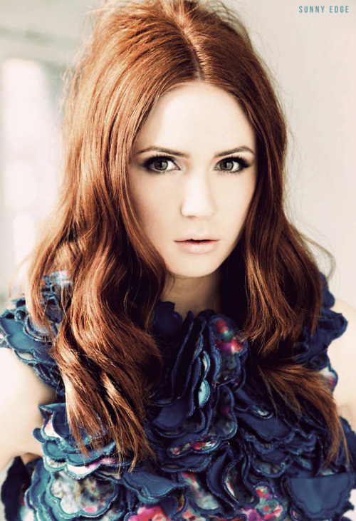 sunnyedge:  Karen Gillan  omg she's flawless why cant i be her