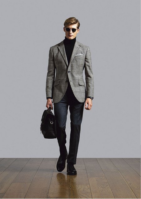 More from Hackett A/W 11. This time, the ever chic combination of a Prince of Wales sportscoat and polo neck. With, ofcourse turned-up flannel pents.