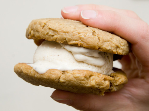 robot-heart:  (via Scooped: Banana Peanut Butter Ice Cream Sandwiches | Serious Eats: Sweets)