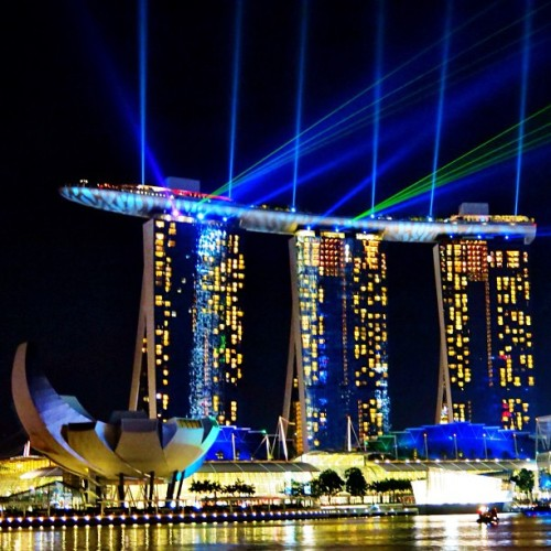 The spectacular Light Show from one of the world's best hotels - the @MarinaBaySands. #Singapore #MarinaBay