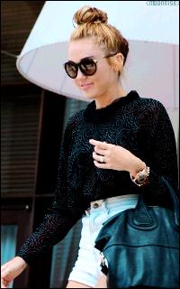 Miley Cyrus Tumblr_n9u648XQWL1sqaaz9o7_250