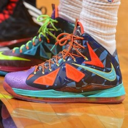 In honor of his 4th MVP title, LeBron rocked this tonight. (at freshnessmag.com)