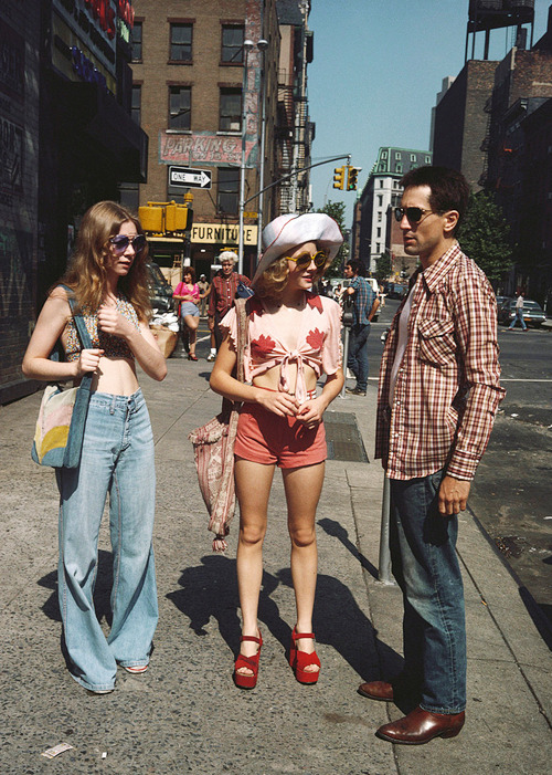 vintagegal:   Steve Schapiro photographs the making of Taxi Driver (1976)