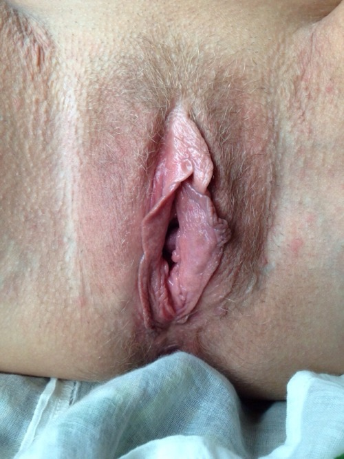 Yummy moist lips :DOne of my favorite pics of my vagina