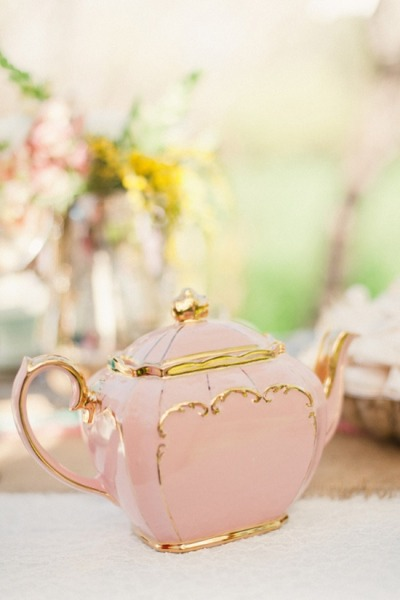 majjjjaaa:  Tea Party on We Heart It - http://weheartit.com/entry/56426030/via/Majjjsen  This is a teapot.