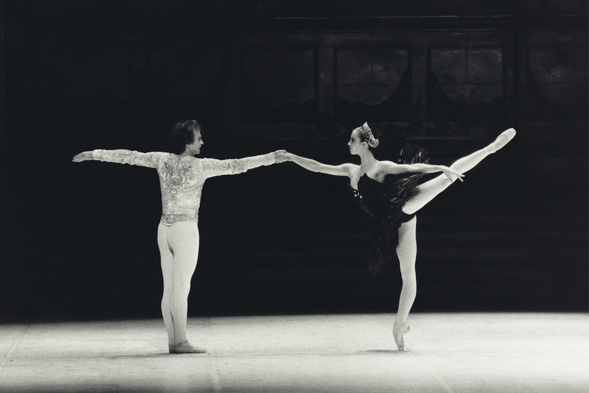 fuckyesballet:  fashionnasty: Rudolf Noureev and Sylvie Guillem rehearsing the act III of 'Swan Lake', circa 1984. Photo by Gilles Tapie.
