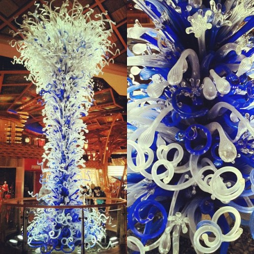 obviouslybenhughes:  Swirls of Glass (at Mohegan Sun)