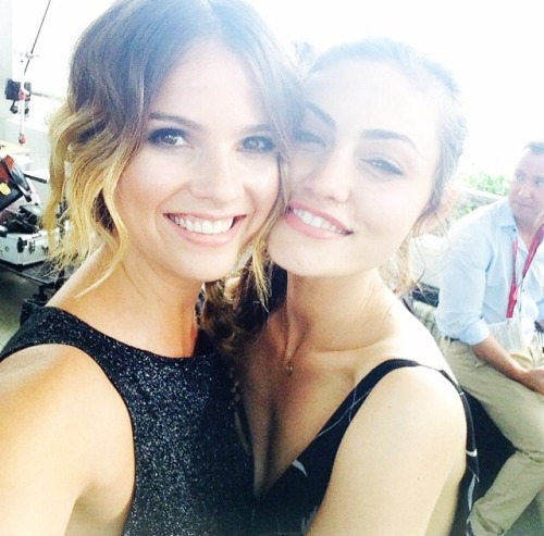 infinityofwords16:  A Coyote and A Wolf    Shelley and Phoebe at Comic Con