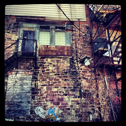 #old pile of bricks #back ally adventures #jj #geto but I'd live here. #tattoolife #tattoo #hnhfamily #st cats.