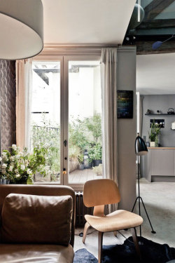 batixa:  (via A remodeled roof top apartment in Paris | Busyboo)