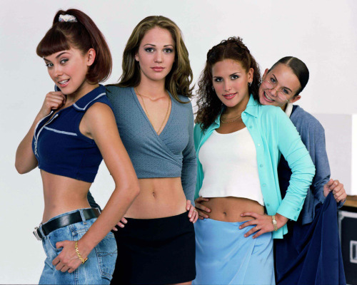 mexicansoapoperas:  Hey, 90's kids! Do you remember Soñadoras? A group of friends with different dreams and goals, that are threatened by real life problems, like drug addictions, teenage pregnancy, anorexia, & terrible self esteem issues.  This brings me back.