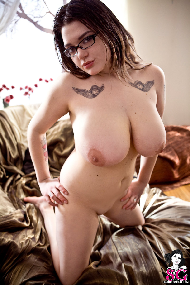 suicidegirls:  REBLOG this photo if you love girls with curves. Clio has 14 nude pin-up sets on http://suicidegirls.com