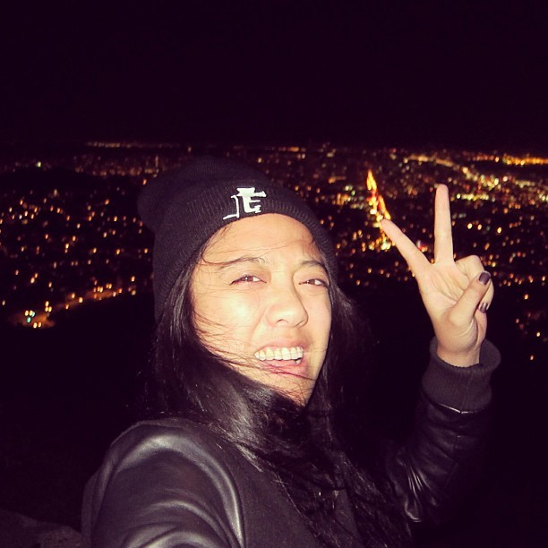 TWIN PEAKS, I'M OUT HEA! Cold as hail, but got a nice view of San Francisco.  #latergram #twinpeaks #mountaintop #sanfrancisco #california #sf #nighttime #city #lignts #maeface #imouthea #bayarea #peacesign  (at Twin Peaks Summit)