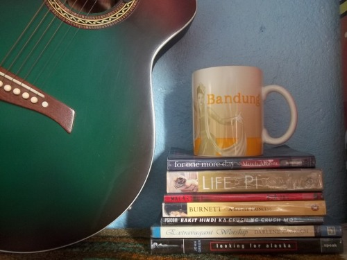 ilauvehim:  Music. Coffe. Books. My life. :)