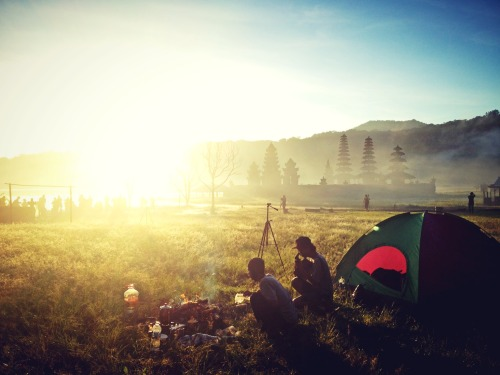☀Good morning. Suasana sunrise dari tenda kami kemarin di danau tamblingan 19 mei 2013. #PFB30th with Putu, Gede, and Haryadi at Tamblingan Lake – View on Path.
