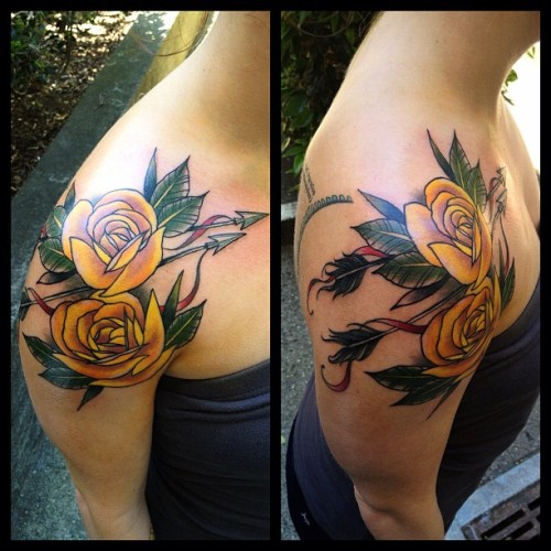 I did these roses and arrows on Talia, who came out from NY to get tattooed. #rosetattoo #everlastingtattoo (at Everlasting Tattoo)