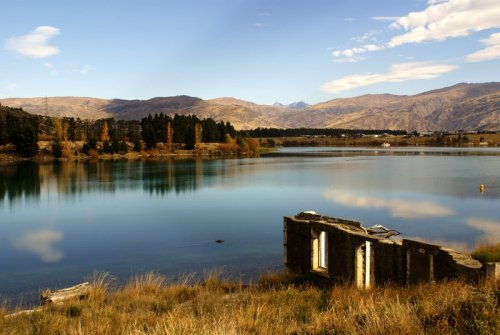 new—-zealand:  Old building on lake shore, Cromwell (by aimsuk)