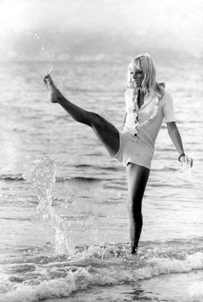 Sylvie Vartan kick'n it up
