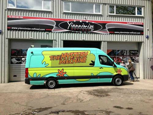 Louis' and Zayn's Mystery Machine!