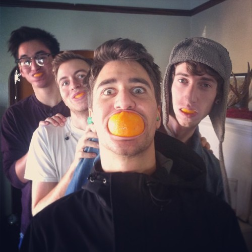 finishticket:  Halftime oranges! Takin a break during practice.