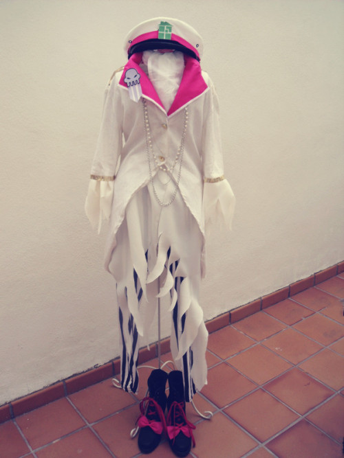 "This is my Rose Lalonde [ver. Militarystuck] cosplay, Finally finished!! \(*T▽T*)/I'll wear this cosplay on this Saturday, soon I'll upload more photos with it on my~The only thing missing are the ""Thorns of Oglogoth"", still in progress and gloves that not appear in the picture [I didn't know where to put them] x_D"