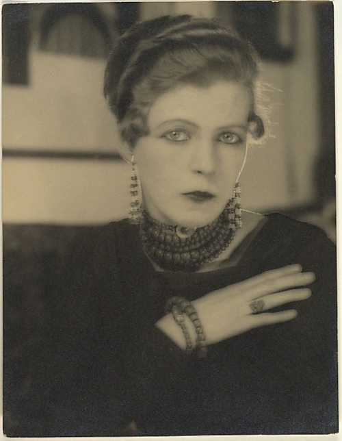 Man Ray - Nancy Cunard, 1925