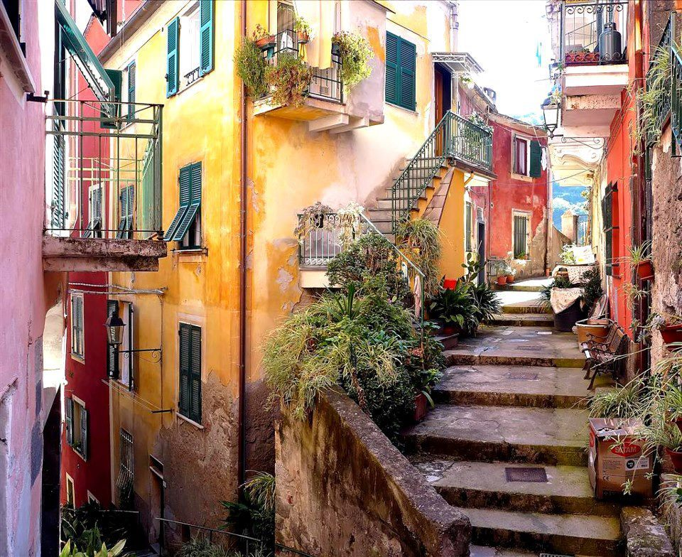 deer-ie:  daysanddaze:  Monterosso, Cinque Terre - Italy  i want to go there so badly