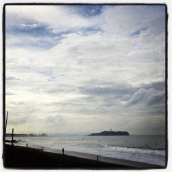 It should be a fun day for surf. Dropping in. #namitter #shonan  (くそ下)