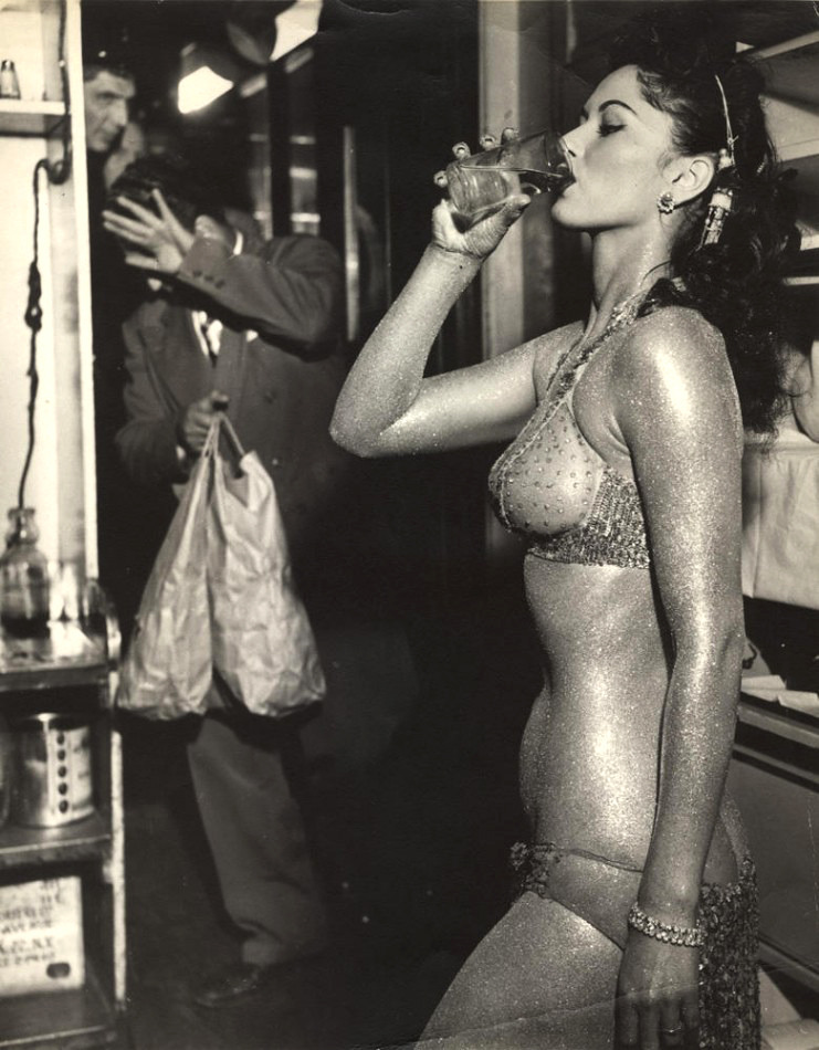 asthetiques:  Gold Painted Stripper Photo by Weegee (Arthur Fellig) (1950)