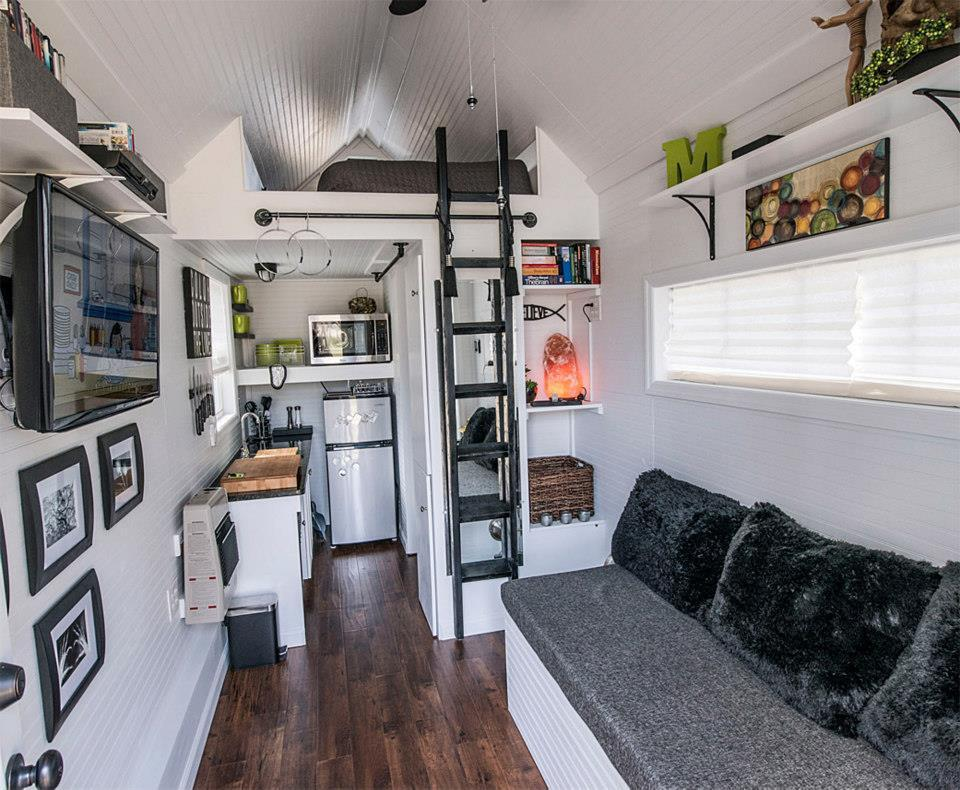 spidermanisforeveryone:  tinyhousesmallspace:  Tennessee Tiny House  I love it and I want it!