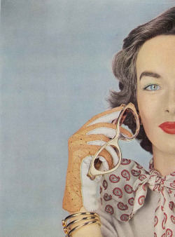 theniftyfifties:  Victoria Von Hagen for Vogue, October 1952