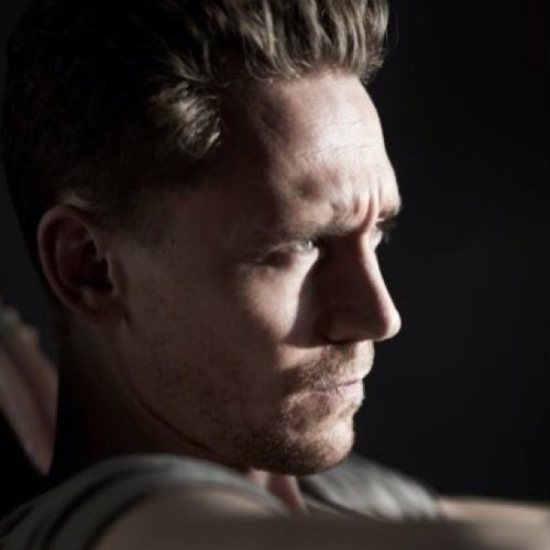 Tom Hiddleston's face will never fail to make me sigh. Seriously. Get in my bed. Now.
