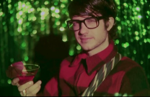 beachfrost:  itsastrangeparadise:  Alex Scally with glasses  Omg too much can't handle