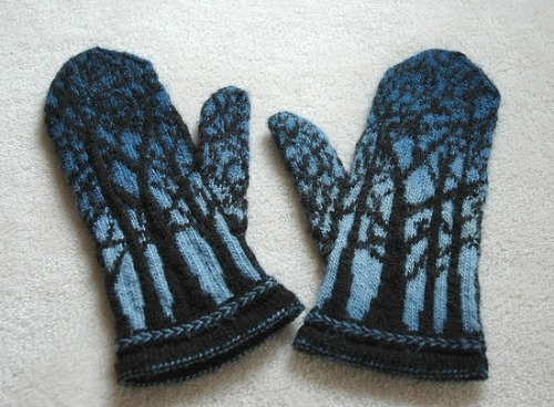 motleycraft-o-rama:  Deep in the Forest Mittens by Trigly on Ravelry.  Pattern by Tuulia Salmela