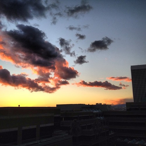 #sunset over the E! Building @brianstrickland10 (at E! Entertainment)