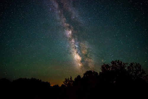 galaxyshmalaxy:  Navajo Point Milky Way (by Phoenix Rising Photography)