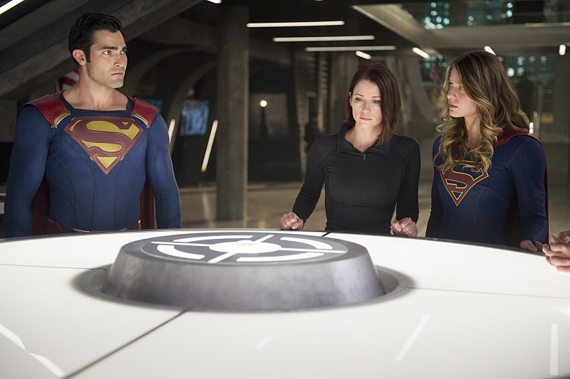 hellyeahsupermanandwonderwoman:Some new pics of Kal with Kara in the up coming Supergirl Season Two in October!